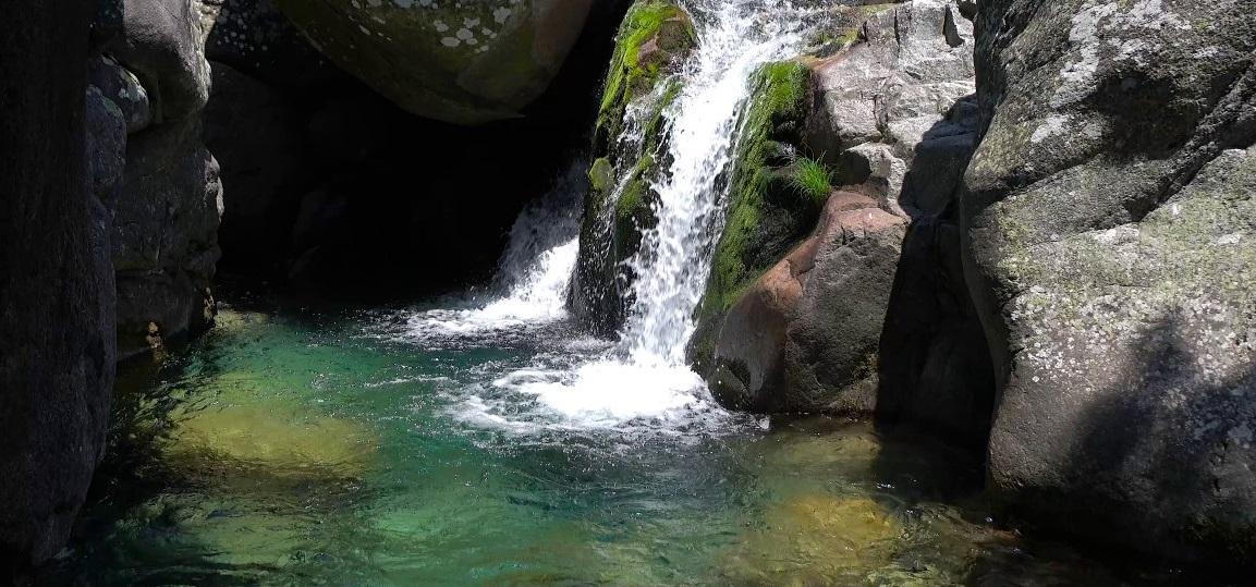 Senderismo y Baño en las aguas esmeraldas del Sur de Gredos